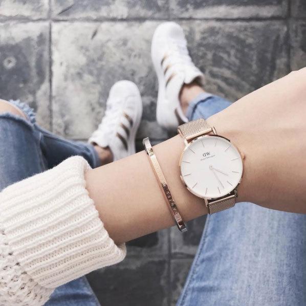 Однако при этом ему хотелось сделать часы элегантными и тонкими, с безупречным дизайном, который прекрасно смотрелся бы с разными формами и окрасками классических натовских ремешков.